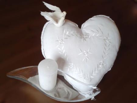 weiße Tauben zur Taufe